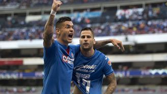 Caraglio y Méndez celebran el gol de la remontada