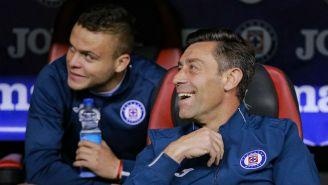 Pedro Caixinha durante un partido de Cruz Azul