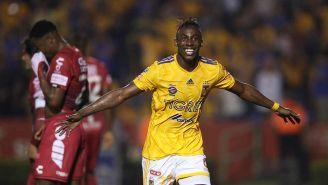 Julián Quiñones festejando un gol ante Pachuca