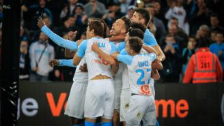 Mario Balotelli celebra su anotación frente al Saint-Étienne