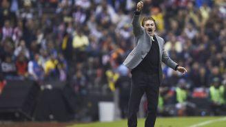 La Volpe durante un encuentro en el Estadio Azteca