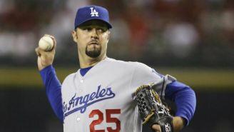 Loaiza lanza un disparo en partido de los Dodgers