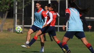 Jugadores de Chivas durante partido especial