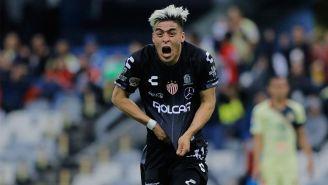Brian Fernández festejando un gol ante el América