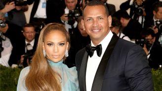 Jennifer Lopez y Alex Rodríguez posan para la prensa