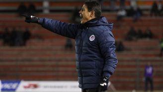Alfonso Sosa da indicaciones en juego de Atlético San Luis