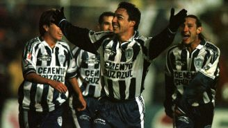Glaría festeja el gol de los Tuzos ante La Máquian en la Final del Invierno 1999