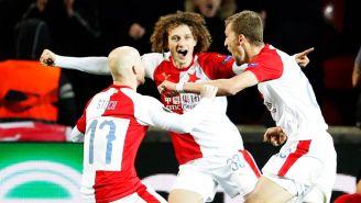 El festejo de los jugadores del Slavia Praga tras un gol contra Sevilla
