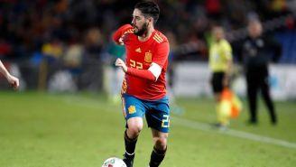 Isco, durante un duelo con España