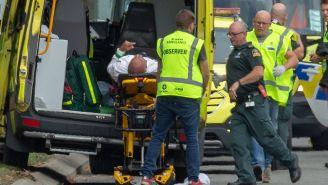 Paramédicos atendiendo a los afectados por el atentado en Nueva Zelanda