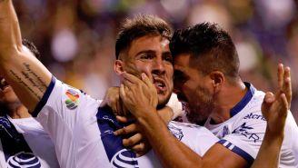 Jugadores de Puebla celebran anotación contra Pumas