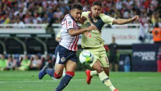 Alexis Vega y Bruno Valdez luchan por la esférica