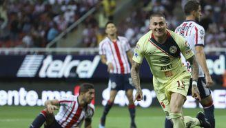 Nico Castillo festeja su gol contra Chivas