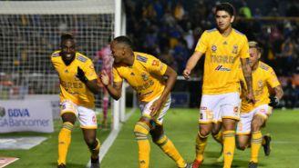 Jugadores de Tigres celebran gol frente al Querétaro