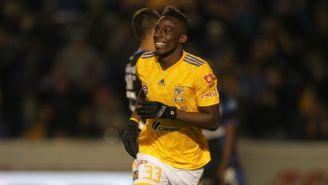 Julián Quiñones festeja uno de sus goles contra Gallos