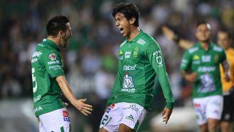 Jugadores del Léon festejan un gol ante el Veracruz