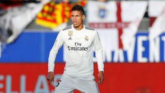 Raphael Varane durante un juego con el Real Madrid