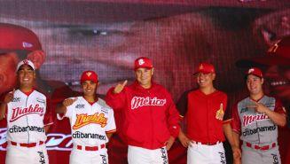 Diablos Rojos en la presentación de sus nuevos uniformes