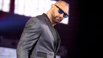 Batista hace su entrada al ring