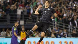 Raúl Jiménez en festejo de gol contra Chile