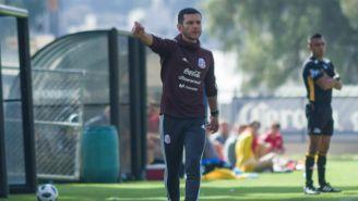 Jaime Lozano le da indicaciones a sus futbolistas