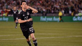 Lozano festeja el tanto que le hizo a Chile en el amistoso en San Diego