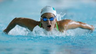 Nora Toledano se desliza por el agua