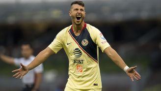 Guido Rodríguez celebra un gol con América