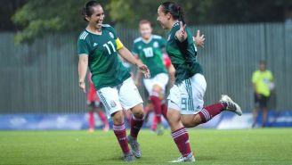 Monica Ocampo y Charlyn Corral festejan gol con el Tri