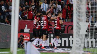 Jugadores de Atlas celebran anotación contra Santos
