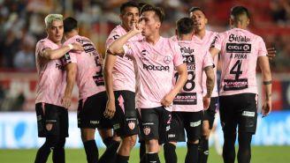 Rubén González festeja gol con Necaxa