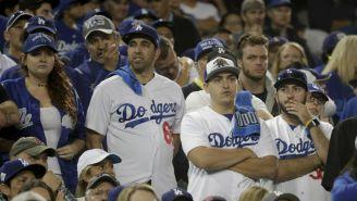 Aficionados de los Dodgers durante un partido