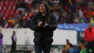 Gabriel Caballero alienta a FC Juárez durante un duelo