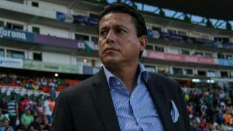 Salvador Reyes en partido de Santos Laguna