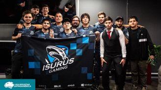 Los integrantes de Isurus Gaming posan tras derrotar a All Knights