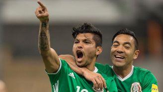 Corona festeja un gol con el Tri en el Estadio Azteca
