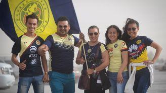Aficionados de América, en las afueras del Olímpico Benito Juárez