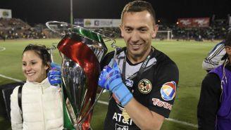 Marchesín festeja haber obtenido la Copa MX
