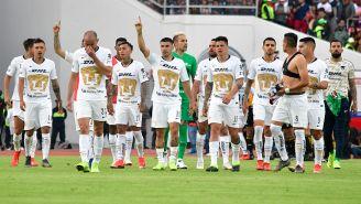 Jugadores de Pumas al término de partido ante Lobos