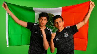 Beto Ávila y Villamore, con la bandera de México en el torneo de FIFA 19