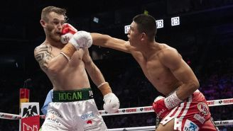 Jaime Munguía suelta un derechazo a Hogan