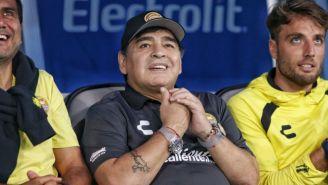 Maradona desde el banquillo de Dorados