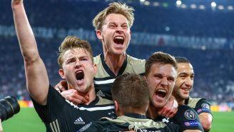Jugadores del Ajax festejan victoria ante Juventus