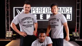 Garza Jr. posa con Kushida y Shane Strickland