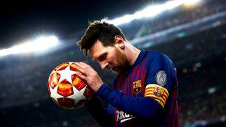 Messi toma el balón de la Champions