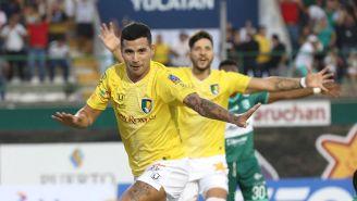 Gabriel Báez festeja su gol contra Zacatepec