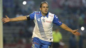 Cuauhtémoc Blanco festeja gol con el Puebla