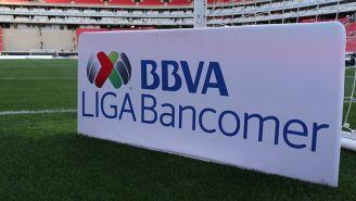 Pancarta de la Liga MX en el Estadio Akron