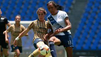 Cagigas y Jimenez disputan el esférico en Liga MX Femenil