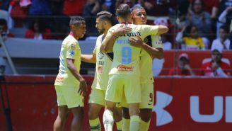Jugadores del América festejan un gol frente a Toluca